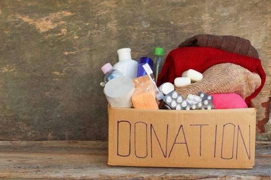 L'idée est de remplir une boîte avec des objets de première nécessité comme de la nourriture, des vêtements, mais aussi des produits d'hygiène comme des brosses à dents ou des protections hygièniques.