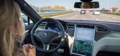 'Alle Tesla's rijden begin volgend jaar volledig autonoom'