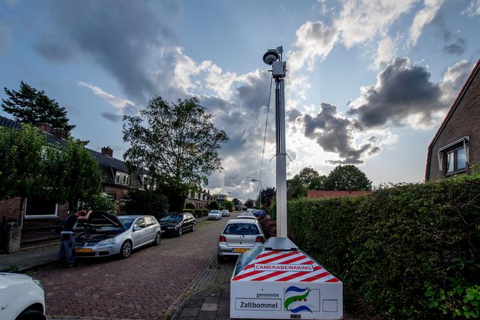 De beruchte mobiele camera in Tiel, die de gemeente leent van Zaltbommel.