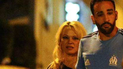 Pamela Anderson trekt in bij 18 jaar jongere Franse voetballer (en ze hebben trouwplannen)