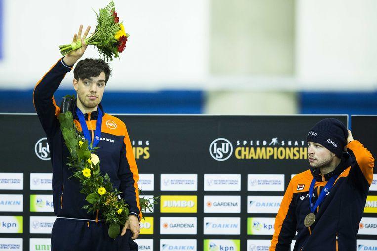 Patrick Roest werd wereldkampioen allround. Een nieuwe naam aan de top, maar Sven Kramer (rechts, derde) is zeker nog niet afgeschreven.  Beeld ANP