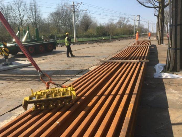 Levering van nieuw spoor op bouwdepot Oudegein in Nieuwegein.