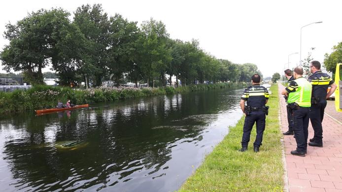 Auto in kanaal in Eindhoven