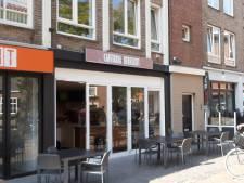 Slapen met oordoppen in tegen herrie cafetaria Schijndel