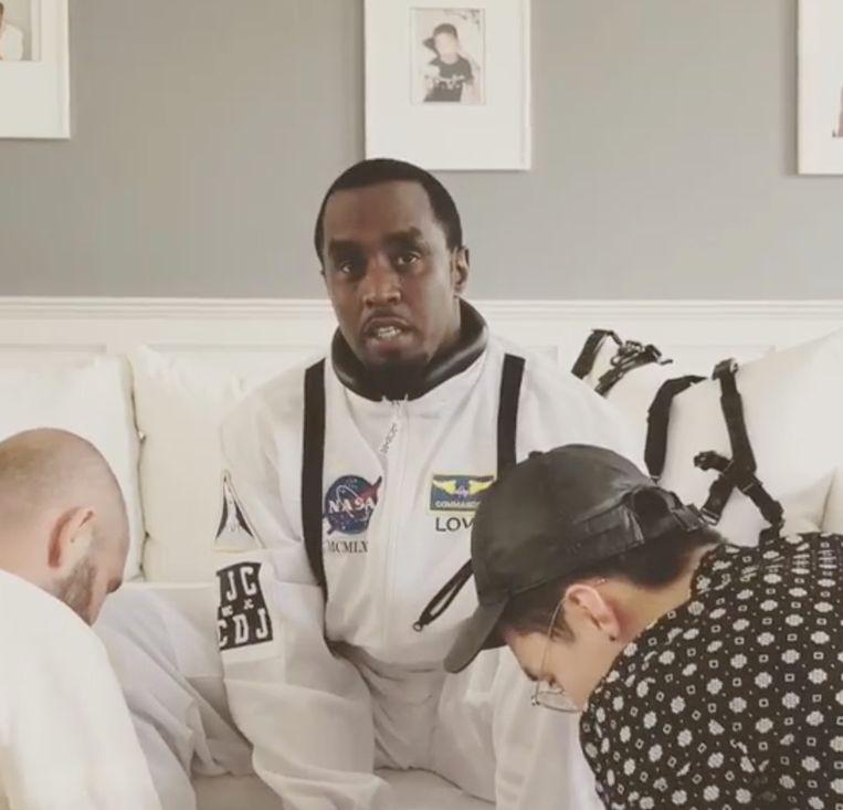 Diddy sprong uit een vliegtuig om zijn verjaardag te vieren.