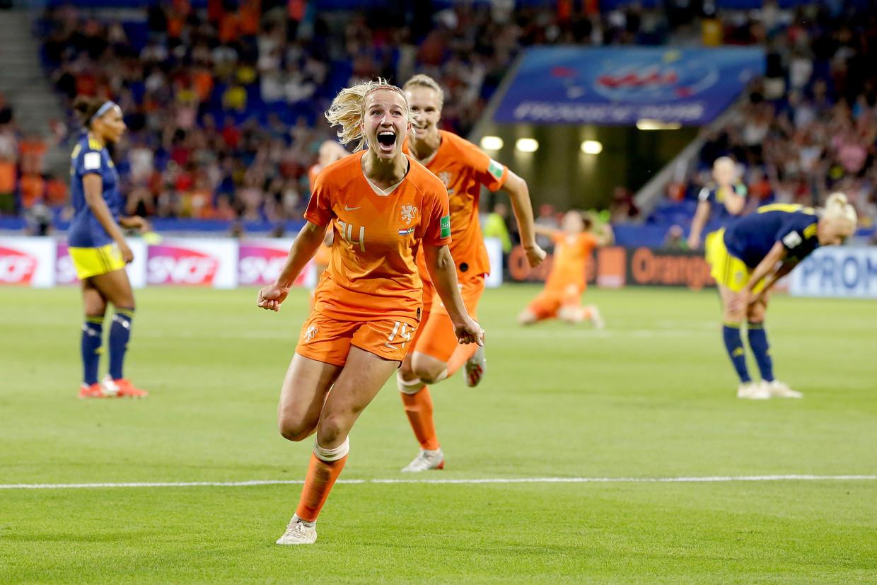 Jackie Groenen na het scoren van de 1-0 tegen Zweden.