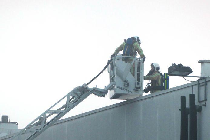 De brandweer rukte uit voor zonnepanelen die vuur hadden gevat.