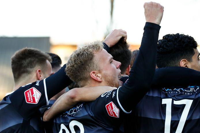 Spelers FC Den Bosch vieren de overwinning op Telstar.