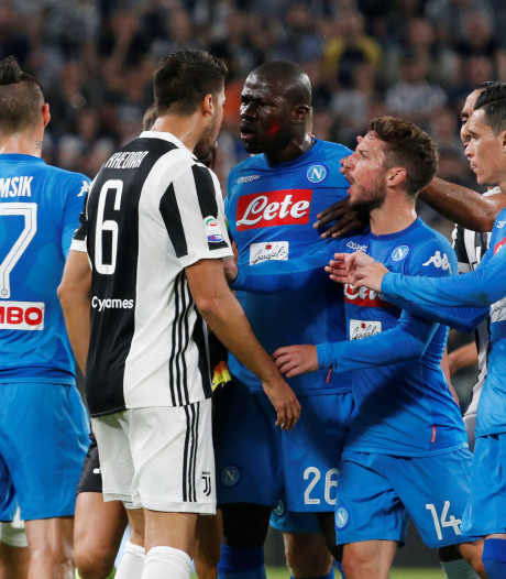 Napoli klopt Juve met late goal, titelstrijd weer bloedstollend spannend