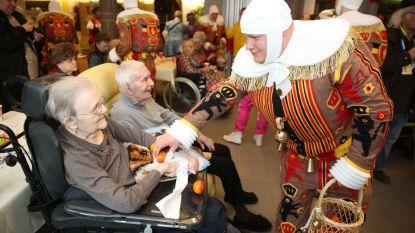 Carnavalisten bezoeken senioren