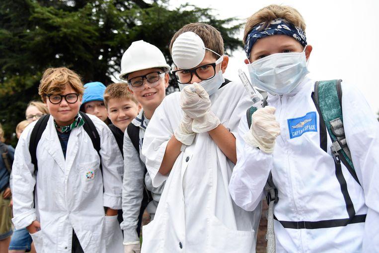 De leerlingen mochten als wetenschappers en dokters naar school komen.