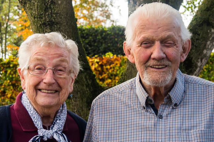 Sjef en Jo van de Wiel-van Kasteren uit Haaren zijn zestig jaar getrouwd.