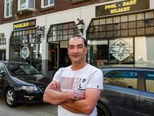 Eigenaar poolcafé uit Deventer beleeft angstige momenten na inval arrestatieteam: 'Eerst een sigaret'