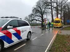 Fietser rijdt persoon aan en gaat ervandoor in Kootwijkerbroek