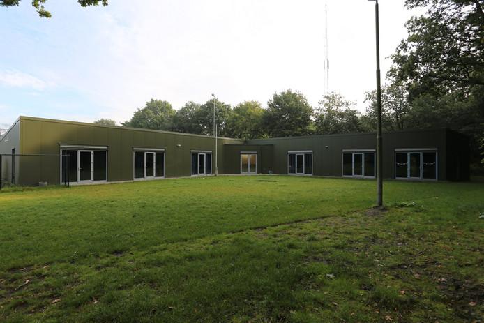 Het scoutinggebouw dat in 2014 werd gebouwd en gebruikt wordt door scouting St. Jan en  Scoutinggroep Rucphen en regelmatig wordt verhuurd. Op het binnenterrein staan intussen picknickbanken.  Vrijwilligers bouwen momenteel een vuurplaats aan, uit het zicht van de buren.