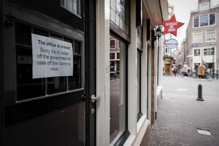 De ramen op de Amsterdamse Wallen zijn dicht. Beeld ANP