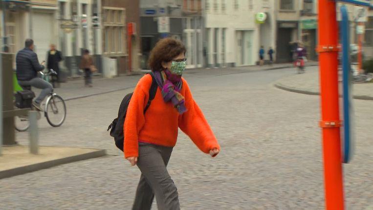 Vrouw met mondmasker.