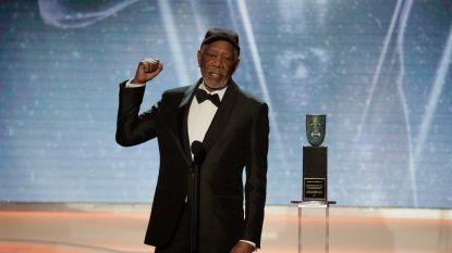 Morgan Freeman neemt oeuvreprijs in ontvangst
