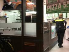 Man probeert pizzeria in Den Bosch te overvallen, maar vlucht na klap met bezem