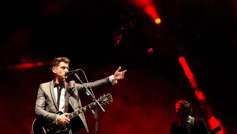Alex Turner van Arctic Monkeys, één van de bands waarvan de video's op YouTube dreigen te worden geblokkeerd. Beeld epa