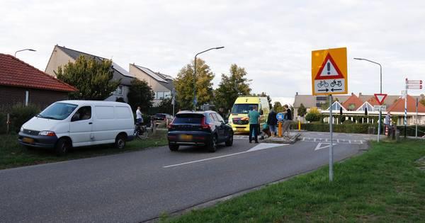 Fietser op E-bike aangereden door bestelbus in Boxmeer.
