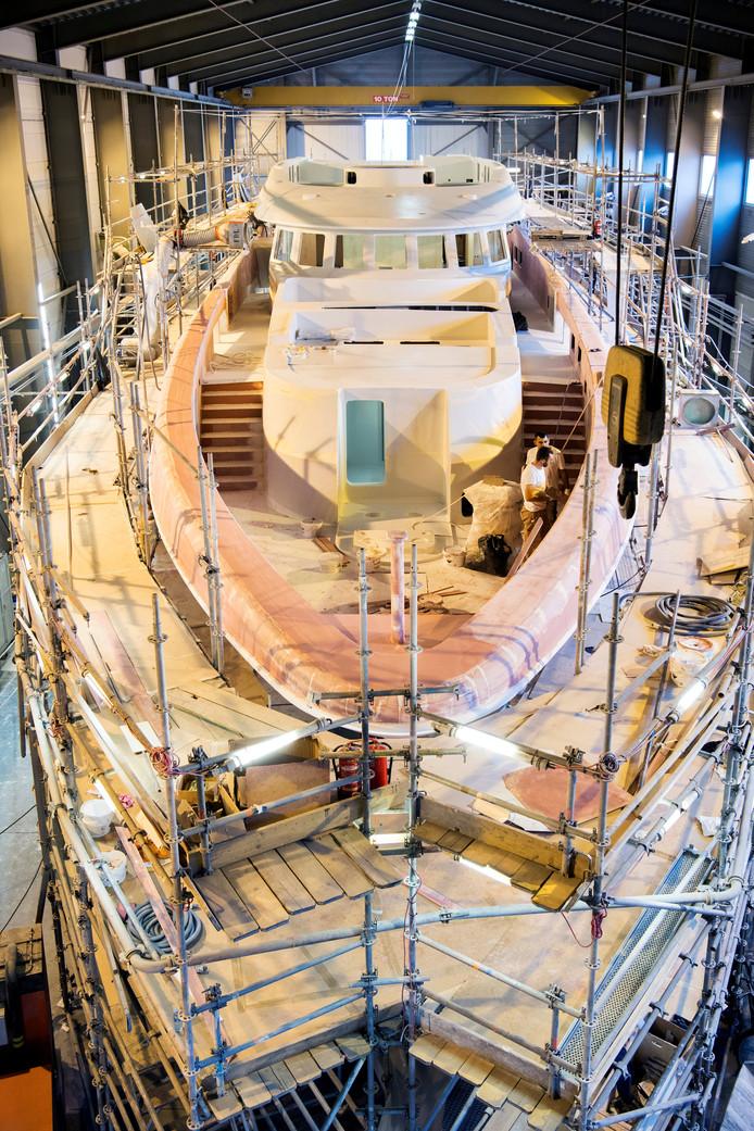 Een jacht in aanbouw in 2018 bij Heesen Yachts.
