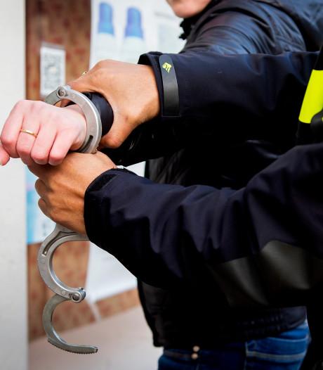 Coronahoester krijgt acht weken cel: 'Asociaal gedrag joeg agenten doodsangst aan'