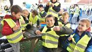 Leerlingen krijgen gratis fietslichtjes en fluohesjes