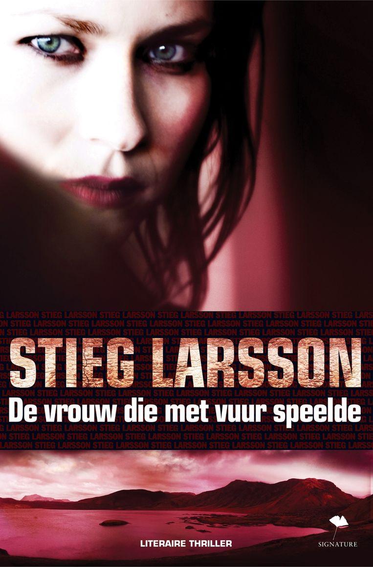 Cover van de Nederlandse vertaling van De vrouw die met vuur speelde. Beeld
