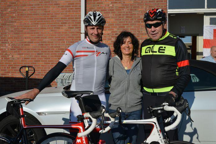 Eddy Merckx met de organisatoren van de happening.