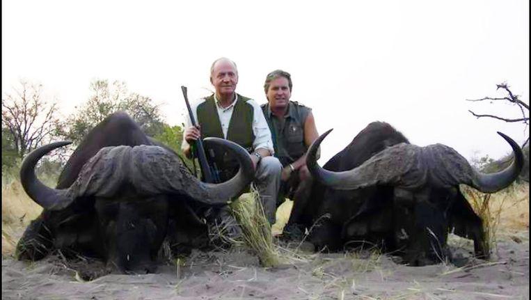 Foto van Juan Carlos op jacht in Afrika uit 2006. Beeld Photo News