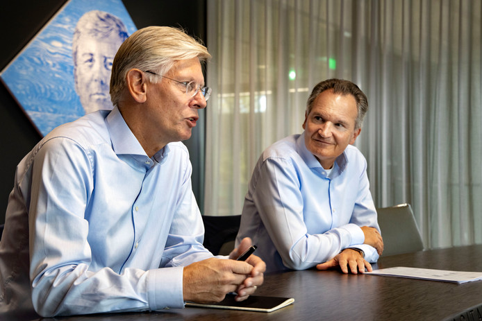 Rector magnificus Frank Baaijens (links) en bestuursvoorzitter Robert-Jan Smits van TU/e.