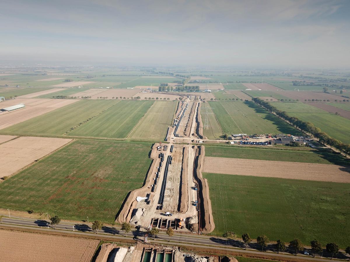 De voorbereidende werkzaamheden voor de verbreding van de A15 bij Duiven.