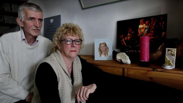 Fred en Tineke Boele bij het portret van Milly.