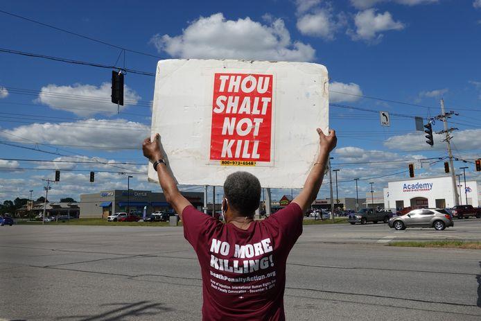 Bij de gevangenis in Indiana wordt geprotesteerd tegen de doodstraf.