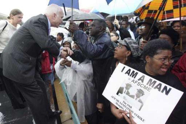 John McCain kwam het volk in Memphis groeten.