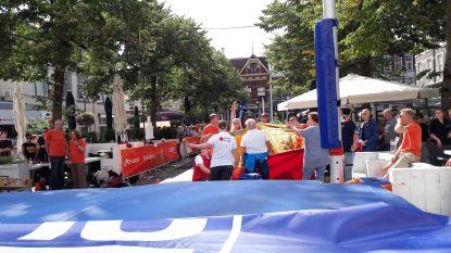 Belgische polsstokspringer gewond na landing naast mat in bomvol stadscentrum Apeldoorn