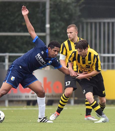 Bastiaan gaat nu óók voetballen bij Owios
