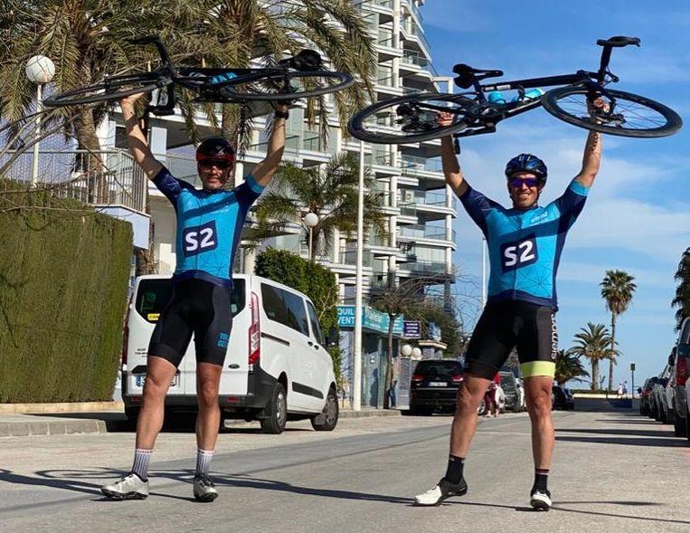 Olivier Stroobant en François Van Velthoven fietsen eind mei van de Mont Ventoux naar Bonheiden. Momenteel zijn ze aan het trainen in Spanje.