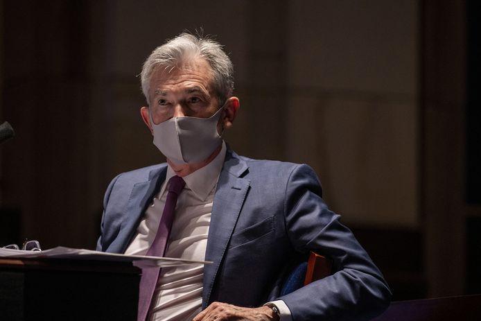 Voorzitter Jerome Powell van de Federal Reserve met mondmasker op.