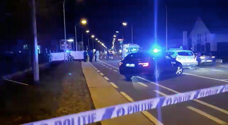 De politie en het parket onderzoeken het lichaam dat in de gracht gevonden werd.