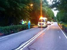 Fietser gereanimeerd na val langs Groesbeekseweg in Mook, weg afgesloten