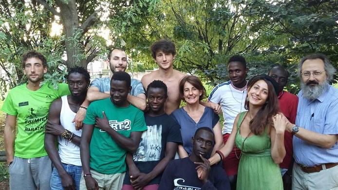 De familie Calò met kinderen en opgevangen asielzoekers