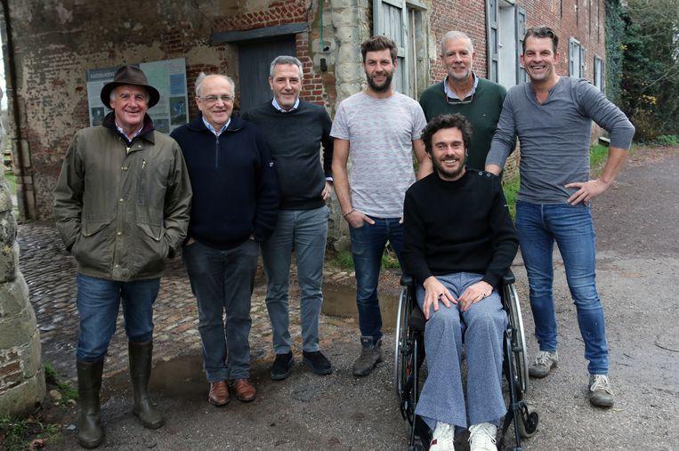 Marc Helsen, Bernard De Cannière, Eddy Hendrickx, Bartel Van Riet, Steve Romanus, Jan Dierckx en Stijn Avonds stellen 'De Warmste Dag van Olen' voor.