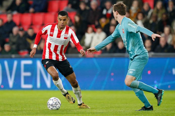 Cody Gakpo speelde tegen FC Twente vanaf de linkerflank.