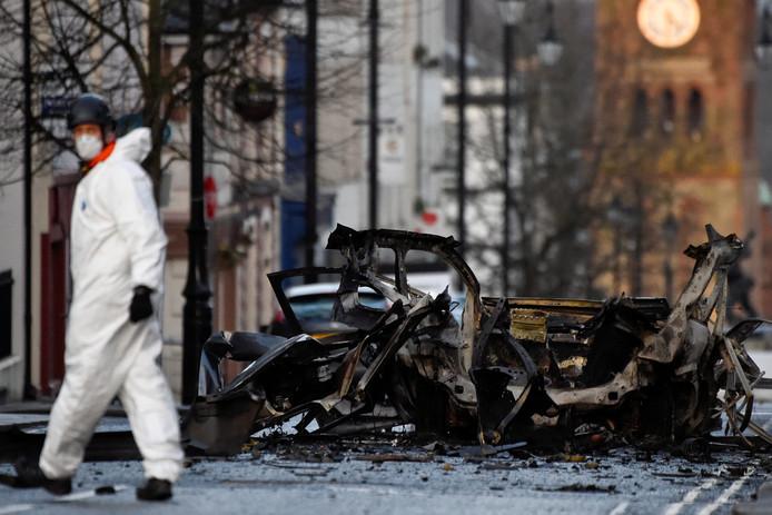 Ravage na de ontploffing van een autobom in Londonderry. Er raakte niemand gewond.