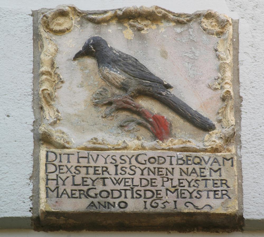 De gevelstenen van de Grote Spuistraat uit 1651.