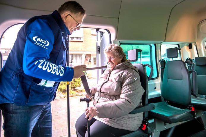 De Plusbus draait geheel op vrijwilligers. Daaraan is momenteel een groot tekort bij de Plusbus Rheden-Rozendaal.