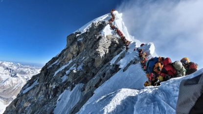 Bergbeklimmers sterven van uitputting in file op top van de Mount Everest