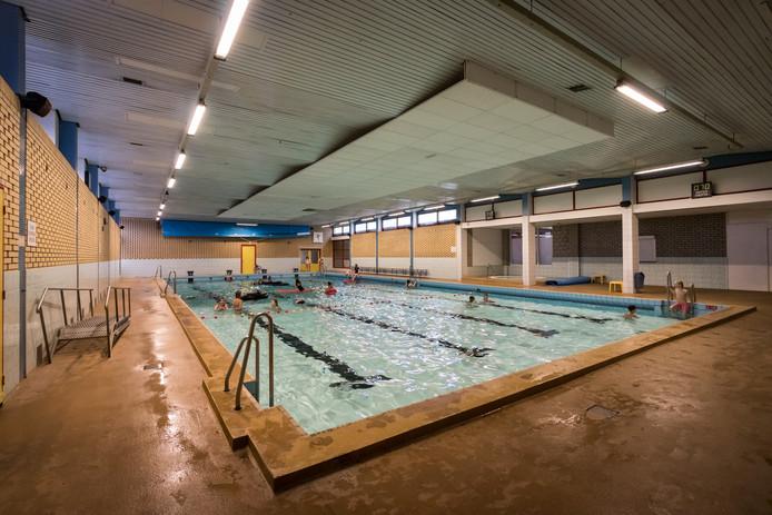 Het zwembad in het Fitland-complex in Gemert is al jaren aan vernieuwing toe. archieffoto Sem Wijnhoven